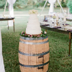 wine-barrel-wedding-cake-stand-for-country-wedding-ideas